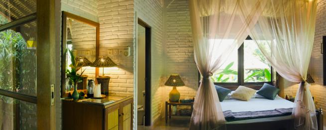 バリ島「Bed with mosquito net in tropical beach bungalow」:スマホ壁紙(18)