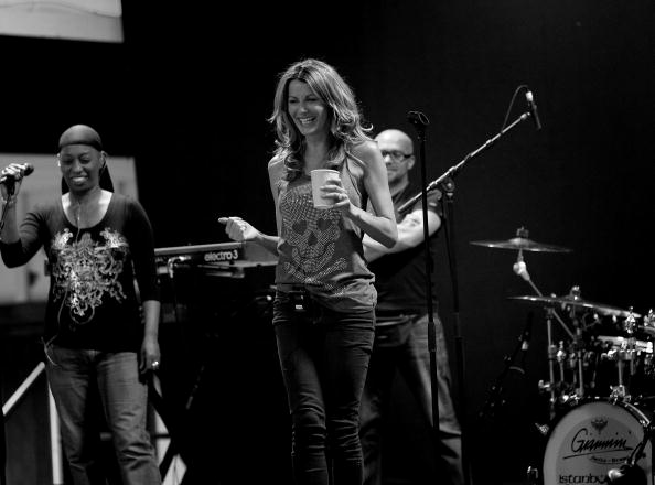 Support「Kirsty Bertarelli Supports Mick Hucknall and Simply Red - Previews」:写真・画像(14)[壁紙.com]