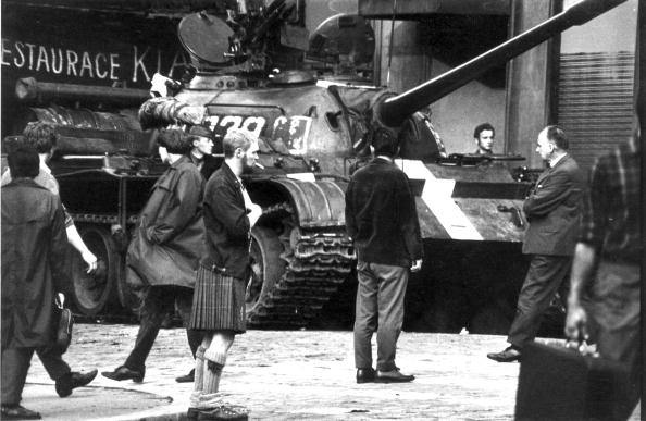 Protection「Tanks In Prague」:写真・画像(8)[壁紙.com]