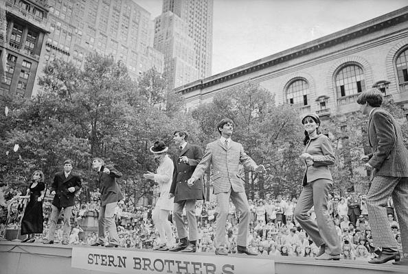 Town Square「Stern Brothers」:写真・画像(18)[壁紙.com]