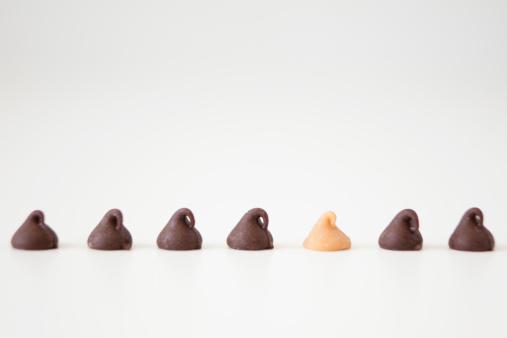 チョコレート「Chocolate sweets on white background, studio shot」:スマホ壁紙(17)