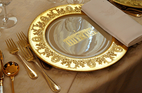 Dining Room「Laura Bush Previews State Dinner Preparations For Queen Elizabeth II」:写真・画像(10)[壁紙.com]