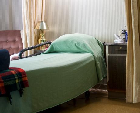 Curtain「Empty Bed in Nursing Home」:スマホ壁紙(11)