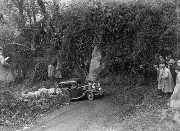 Steep「1934 Standard 10/12 taking part in a Standard Car Owners Club trial」:写真・画像(14)[壁紙.com]