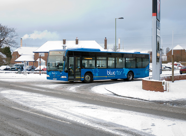 Slippery「Solent Blue line Bus in snowy weather conditions」:写真・画像(17)[壁紙.com]