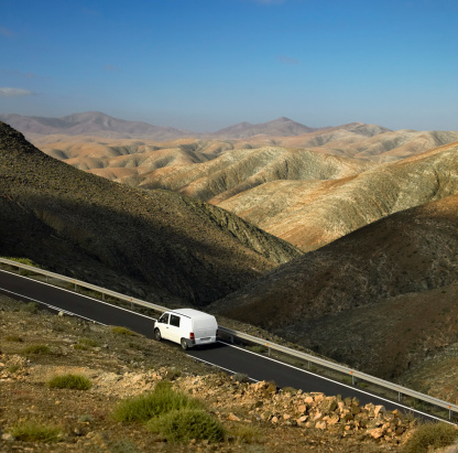Atlantic Islands「Delivery van on country road, Fuerteventura, Spain」:スマホ壁紙(17)