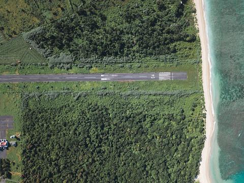 島「Indonesia, Sumbawa, runway」:スマホ壁紙(11)