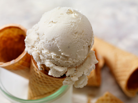 Coconut Milk「Dairy Free, Coconut Milk Vanilla Ice Cream In a Sugar Cone」:スマホ壁紙(1)