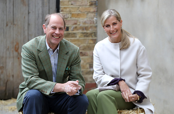 Sophie Rhys-Jones - Countess of Wessex「The Earl And Countess Of Wessex Visit Vauxhall City Farm」:写真・画像(19)[壁紙.com]