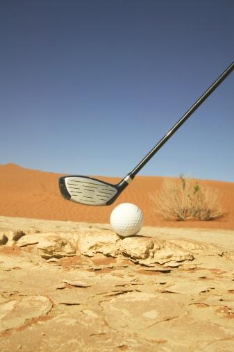 Putting - Golf「Golf Club and Ball on a Barren Desert Floor」:スマホ壁紙(17)