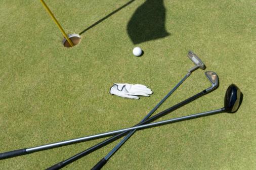 Golf Links「Golf Club and Ball on Green」:スマホ壁紙(3)