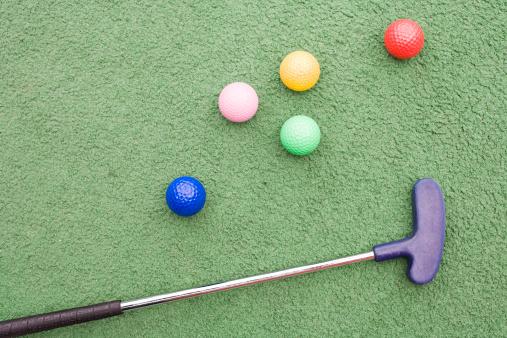 Green Background「Golf club and golf balls」:スマホ壁紙(11)