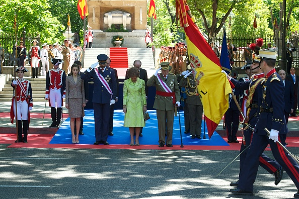 Carlos Alvarez「Spanish Royals Attend the Armed Forces Day Event」:写真・画像(17)[壁紙.com]