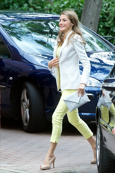 Carlos Alvarez「Princess Letizia of Spain and Prince Felipe of Spain Visit A Traditional Students Residence」:写真・画像(6)[壁紙.com]