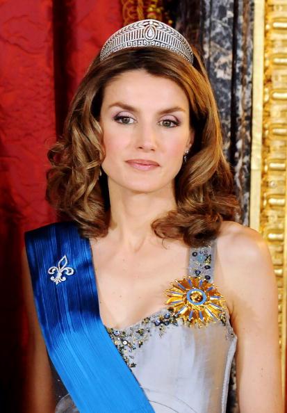 Tiara「Spanish Royals Host Gala Dinner Honouring Nicolas Sarkozy & Carla Bruni」:写真・画像(17)[壁紙.com]