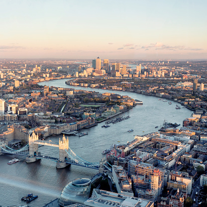 Tower Bridge「High angle view of London skyline at sunset」:スマホ壁紙(15)
