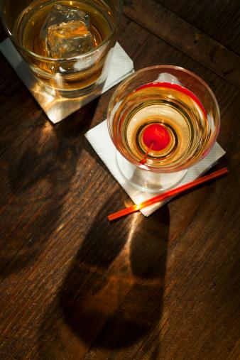 Whiskey「High angle view of drinks, studio shot」:スマホ壁紙(19)
