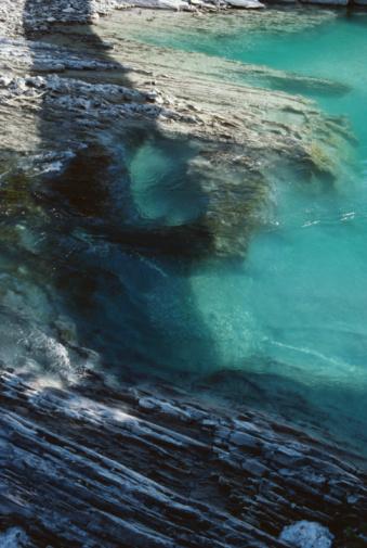 Yoho National Park「High angle view of rocky seashore, Canada」:スマホ壁紙(11)