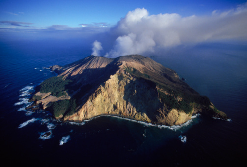 Pacific Ocean「High angle view of White Island Volcano off North Coast of New Zealand.」:スマホ壁紙(2)