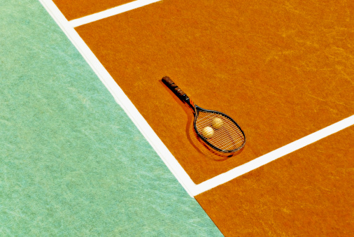 Competitive Sport「High angle view of a tennis racket and tennis balls in a tennis court」:スマホ壁紙(18)
