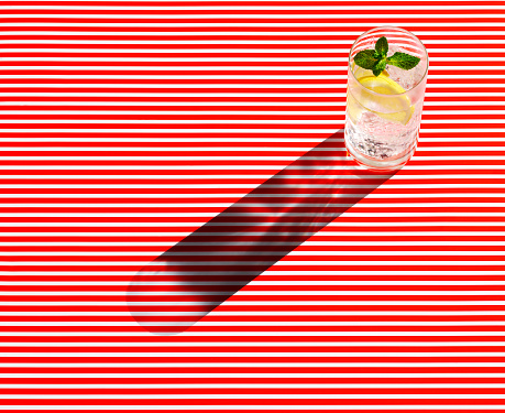 Mint Leaf - Culinary「High angle view of gin served on striped table」:スマホ壁紙(1)