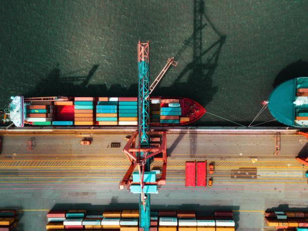high angle view on Cargo crane container terminal:スマホ壁紙(壁紙.com)