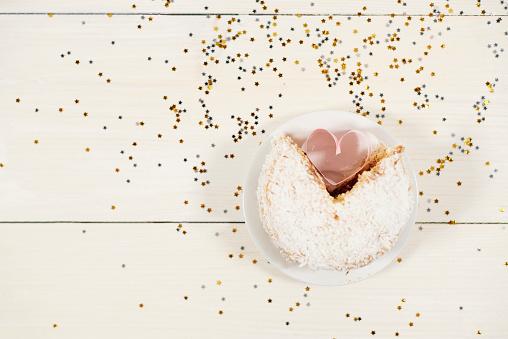 カップケーキ「High angle view of cupcake and heart shape. Debica, Poland」:スマホ壁紙(7)