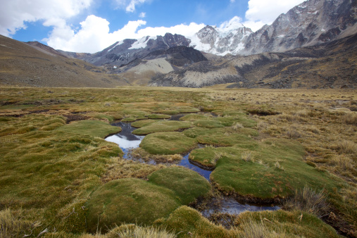 Escarpment「High angle view of the Cordillera Real region of the Andes Mountains, Bolivia, South America」:スマホ壁紙(13)