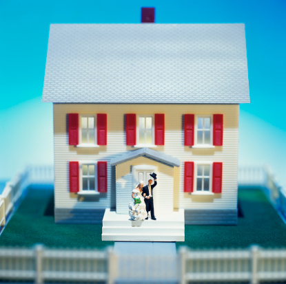Craft Product「high angle view of bride and groom figures waving from the doorstep of a miniature house」:スマホ壁紙(3)