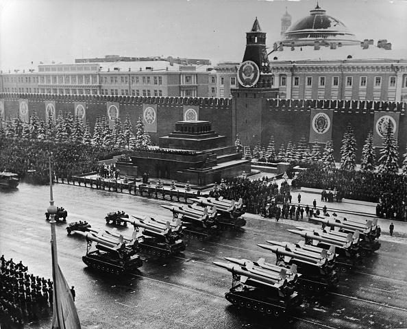 Former Soviet Union「Red Square Marks Anniversary Of Bolshevik Revolution」:写真・画像(9)[壁紙.com]