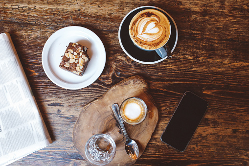 Coffee - Drink「High angle view of coffee and cake on the table in a cafe in London downtown」:スマホ壁紙(16)