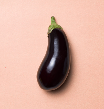 Eggplant「High angle view of a single aubergine on a pink flesh background」:スマホ壁紙(13)