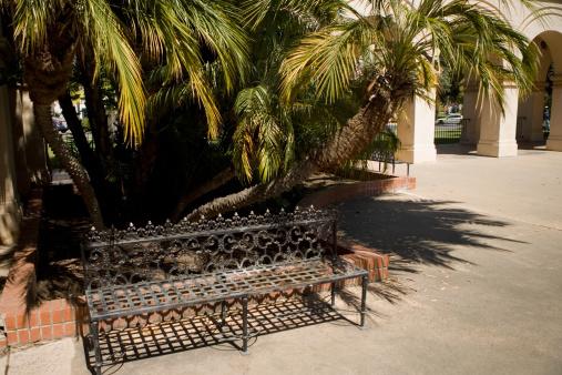 Frond「High angle view of an ornate iron bench, Balboa Park, San Diego, California, USA」:スマホ壁紙(18)