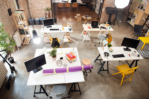 Small Office「High angle shot of an empty office」:スマホ壁紙(5)