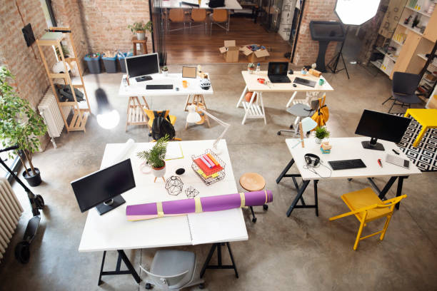 High angle shot of an empty office:スマホ壁紙(壁紙.com)
