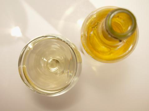 二つ「High angle view of a bottle and a glass of alcohol」:スマホ壁紙(2)