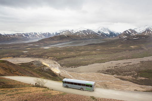 Anchorage - Alaska「High angle view of tour bus in rural landscape, Anchorage, Alaska, Denali National Park, United States」:スマホ壁紙(11)