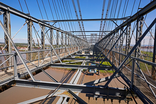 Gondola「High angle view of the 'Newport Transporter Bridge' spanning the River Usk」:スマホ壁紙(13)