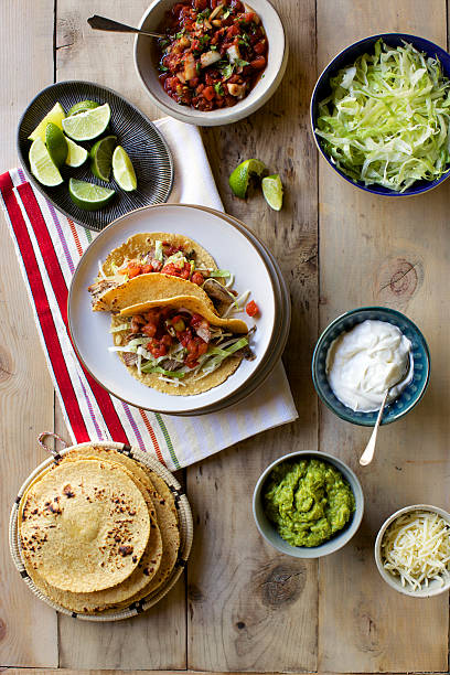 High angle view of fresh taco ingredients:スマホ壁紙(壁紙.com)