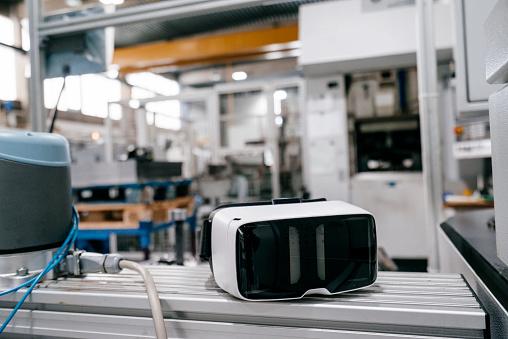 Virtual Reality「VR glasses in factory workshop」:スマホ壁紙(15)