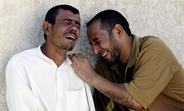 Two People「IRQ: Al Qaeda Claim Responsibilty For Suicide Bomb Campaign」:写真・画像(4)[壁紙.com]