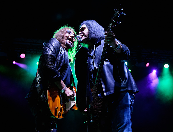 上半身「The Children Matter Benefit Concert Featuring Gene Simmons, Ace Frehley, Don Felder And Cheap Trick」:写真・画像(6)[壁紙.com]