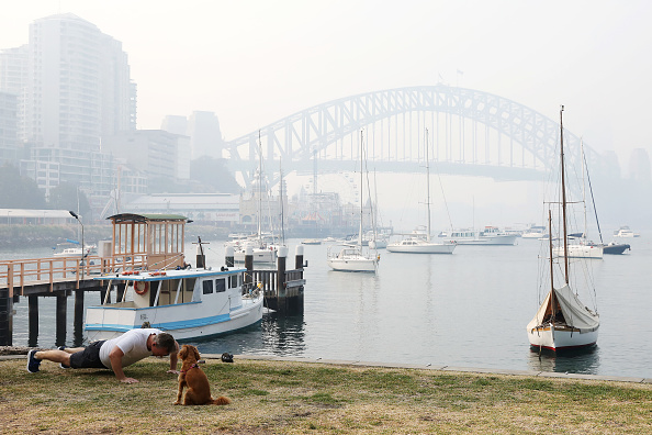 Sydney Harbor Bridge「Sydney Blanketed In Smoke As Bushfires Continue To Burn Across NSW」:写真・画像(14)[壁紙.com]