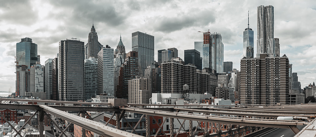 Low Angle View「Manhattan Buildings」:スマホ壁紙(2)