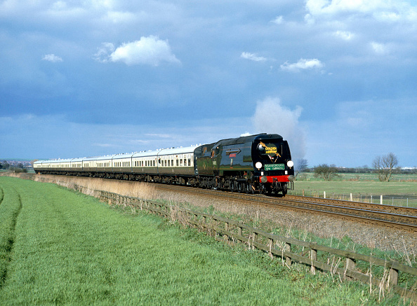 York - Yorkshire「Scarborough Spa Express.No.34092 City Of Wells leaves Scarborough at Willerby en route for York. 20.04.1987.」:写真・画像(7)[壁紙.com]