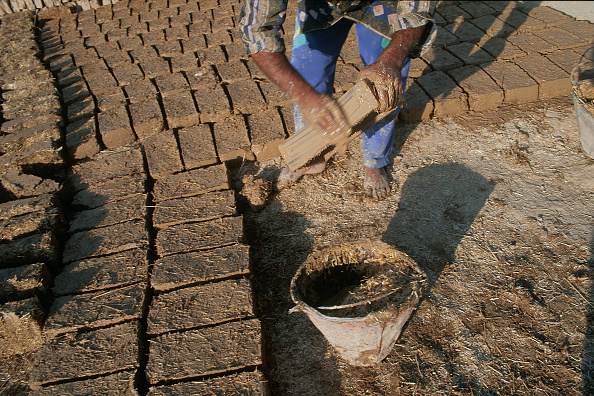 Wall - Building Feature「Making bricks by hand. Esfahan, Iran.」:写真・画像(0)[壁紙.com]