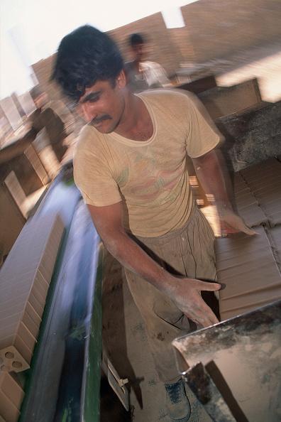 2002「Making bricks by hand. Esfahan, Iran.」:写真・画像(17)[壁紙.com]