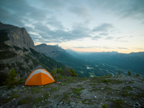 Tent「Tent sits perched on high mountain ridge, valley」:スマホ壁紙(19)