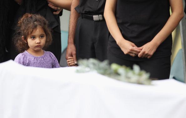 Mark Kolbe「Funerals Held For Victims Of Christmas Island Shipwreck」:写真・画像(9)[壁紙.com]