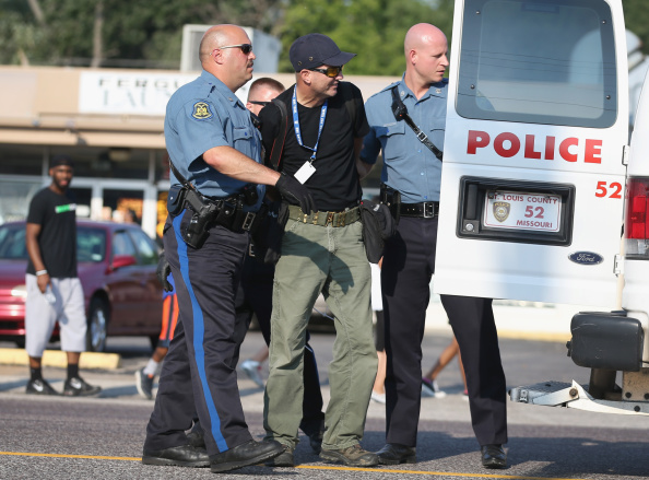 Scott Olson「National Guard Called In As Unrest Continues In Ferguson」:写真・画像(2)[壁紙.com]